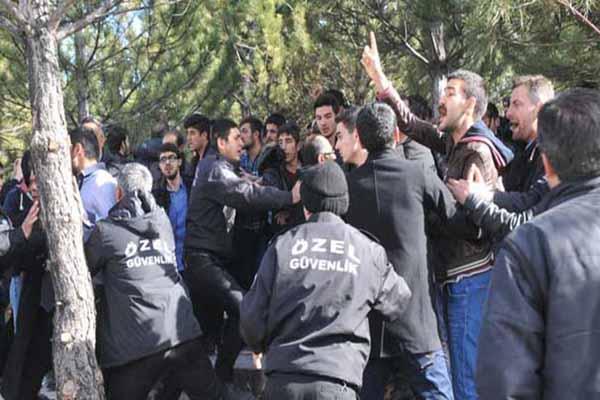 Sivas Üniversitesi'nde karşıt görüşlü öğrenciler arasında kavga çıktı