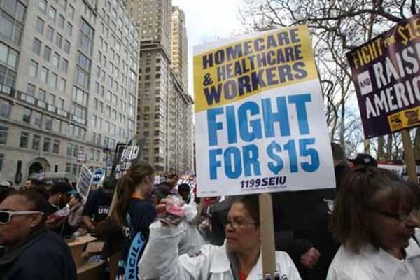 New York'ta işçiler saatlik ücretlerinin değişmesi için eylem düzenledi
