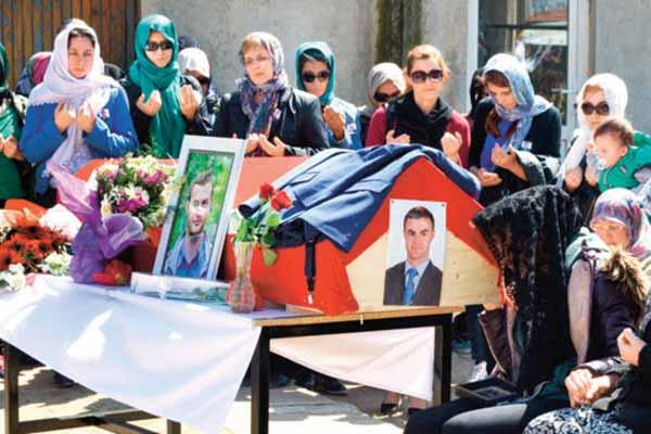İspanya'da hayatını kaybeden Türk vatandaşlar toprağa verildi