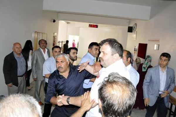 Gaziantep'te oy verme işlemleri sırasında AKP ve MHP'liler arasında kavga çıktı