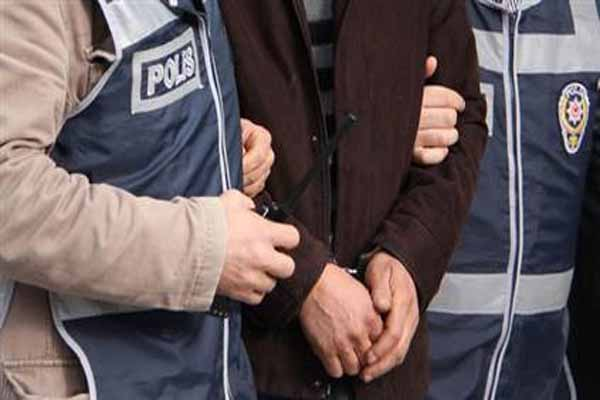 Ege Üniversitesi'nde polis 4 öğrenciyi gözaltına aldı