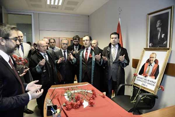 Savcı Selim Kiraz, kendi odasında avukatlar tarafından anıldı