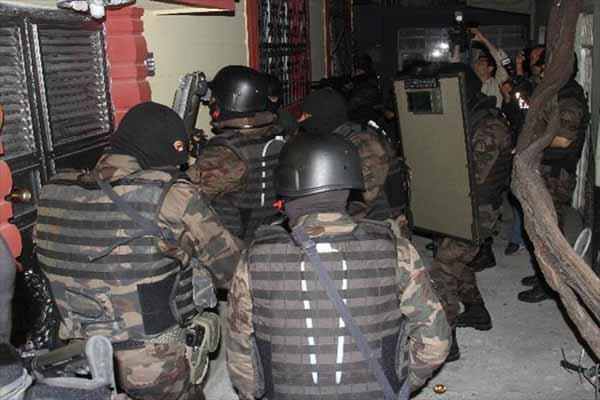 Adana'da 600 polis ile uyuşturucu operasyonu