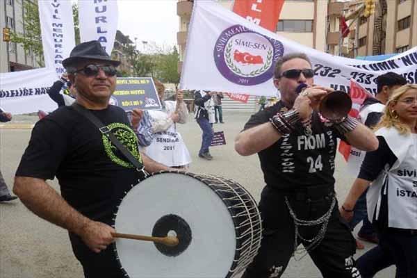 Kadıköy'de 1 Mayıs davul ve zurnayla kutlandı