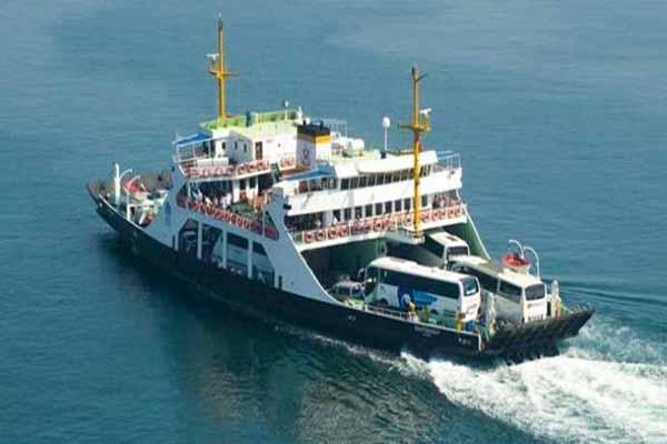 Aşırı fırtına Çanakkale feribot seferlerini de vurdu