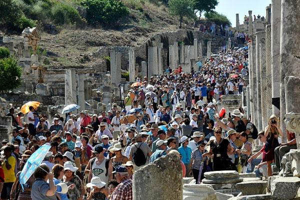 O ülkeden 400 binin üzerinde turist bekleniyor