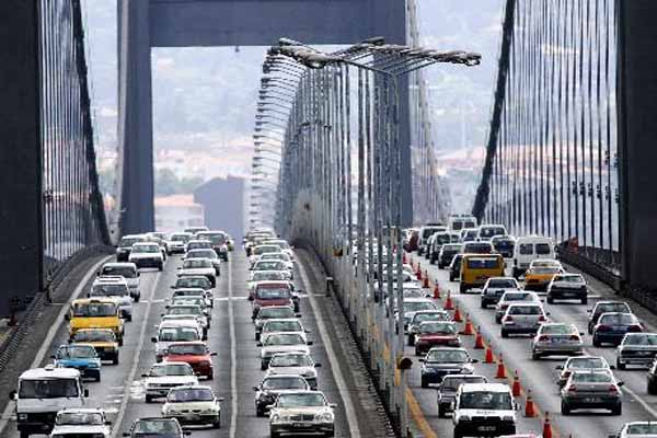 Büyük maraton İstanbul'un trafiğini felç etti
