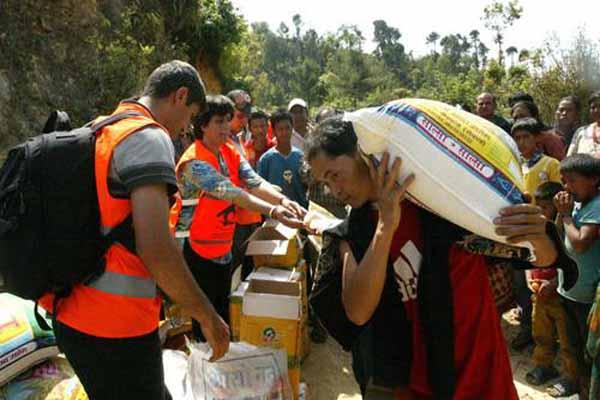 Kimse Yok mu ekibinden Nepal'e dev yardım