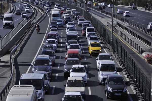 İstanbul E-5 yolundaki büyük tehlike, İstanbul E-5 karayolu trafiğe kapandı
