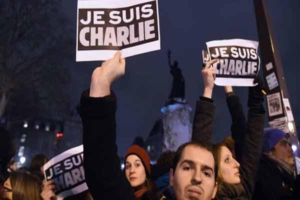 Charlie Hebdo yönetimi birbirine girdi