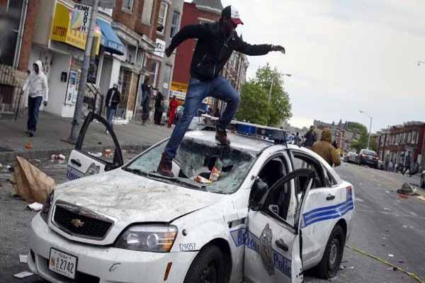 ABD'de siyahi gencin ölümü nedeniyle sokağa çıkma yasağı getirildi