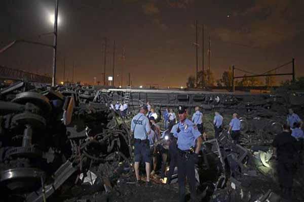 ABD'de tren devrildi, 5 ölü ve çok sayıda yaralı var