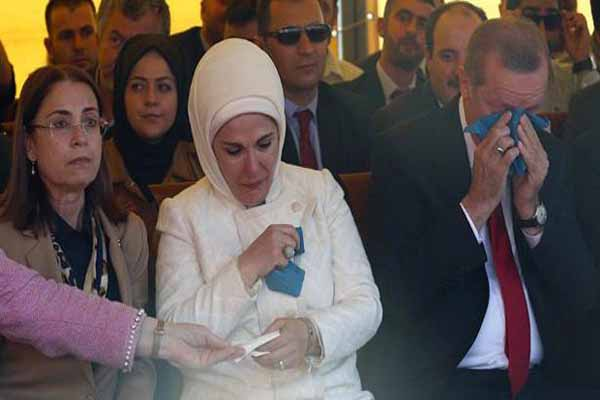 Cumhurbaşkanı Erdoğan ve eşi Emine Erdoğan Arnavutluk'ta zor anlar yaşadı