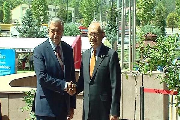 KKTC Cumhurbaşkanı CHP lideri ile bir arada