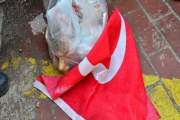 Çok sayıda Türk bayrağını çöpe atmışlar