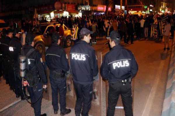 Taraftarlar arasında kavga çıktı, polis müdahale etti