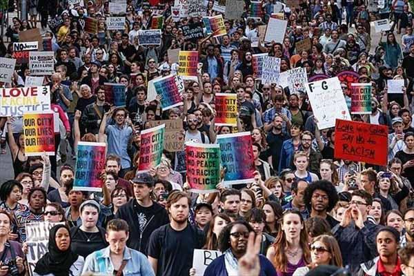 ABD'de siyahi gencin ölümü protesto edildi