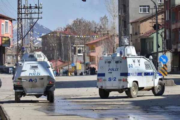 Yükseova'da askeri araçlara molotofkokteyli saldırı