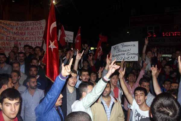 Bursa'da ülkücüler, PKK bayrağını ateşe verdi