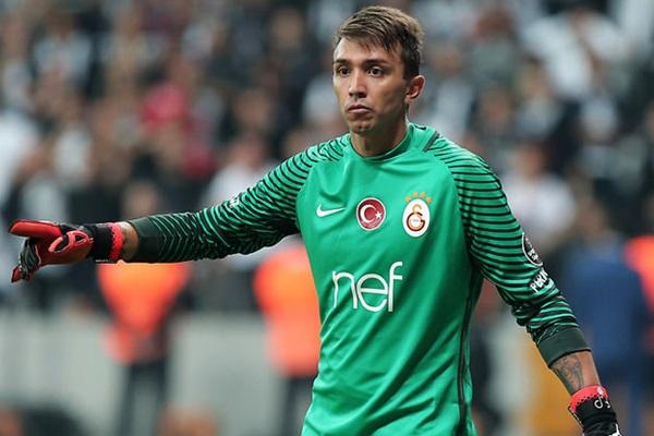 Fernando Muslera 2021 yılına kadar Galatasaray forması giyecek