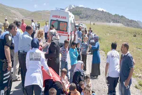 Kayseri'de öğrenci servisi takla attı, 15 yaralı