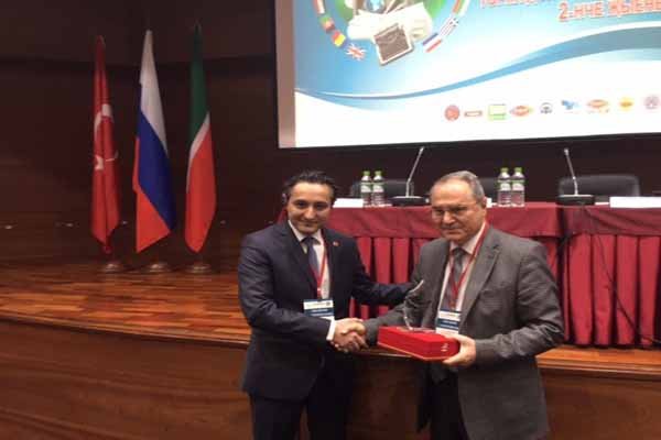 Avrupa Medya Gurubu'na Türk Dünyası 2.Gazeteciler Şura'sında basın ödülü verildi