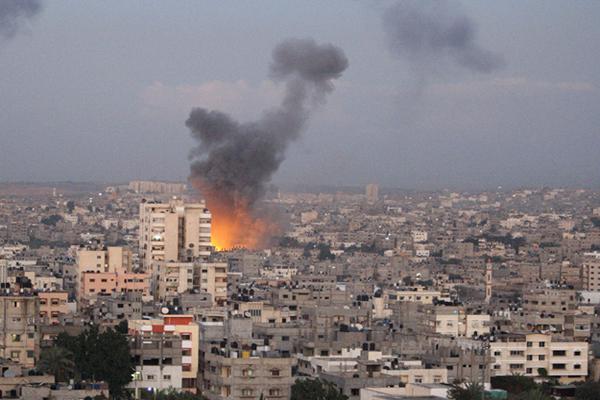 İsrail, Gazze'ye 3 farklı noktadan saldırdı