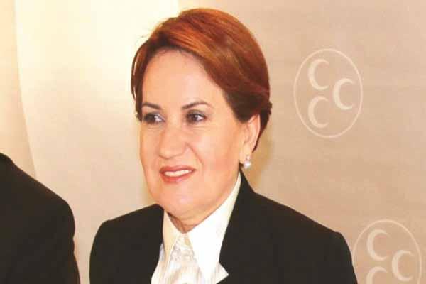 Üsküdar'da Meral Akşener için yürüdüler