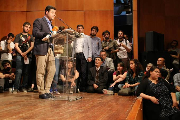 HDP Genel Başkanı Demirtaş Boğaziçi Üniversitesi'nde öğrencilerle buluştu