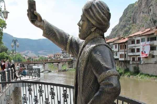 Selfie çeken şehzadeyi yine kırdılar