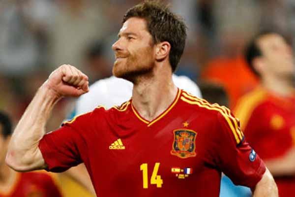 Bayern Münih'in, İspanyol yıldız Alonso sürprizi