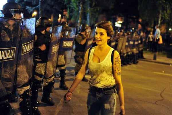 Üsküp'te hükümet karşıtı protestolar devam ediyor