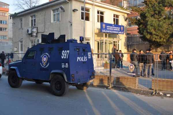 İstanbul'da 2 polis darp edildi