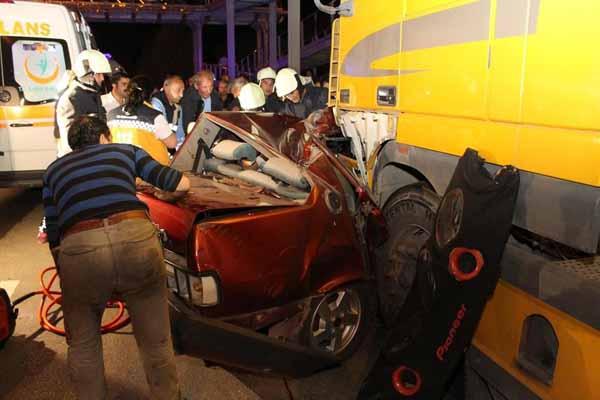 Denizli ve Adana'da meydana gelen kazalarda 5 kişi öldü