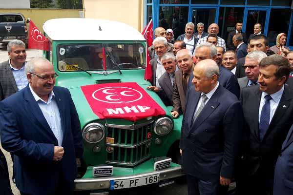 MHP lideri Bahçeli'ye sürpriz hediye