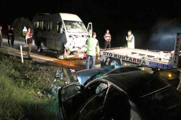CHP seçim otobüsü kaza geçirdi, 1 kişi hayatını kaybetti