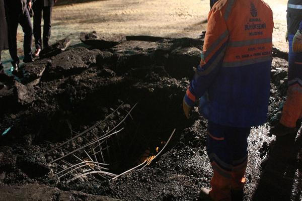 Patlamanın yaşandığı yerde 2 metre genişliğinde çukur oluştu