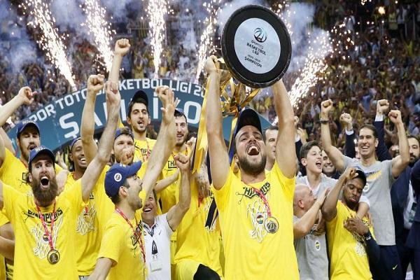 Fenerbahçe zafer coşkusunu taraftarıyla paylaşacak