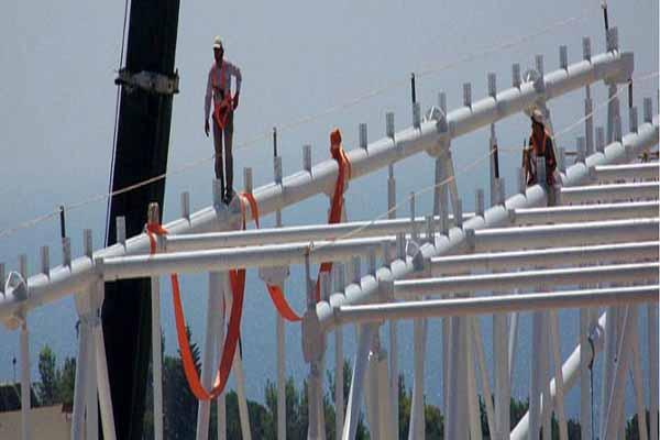 Antalya'da ölüme bir adım stadyum inşa eden işçiler