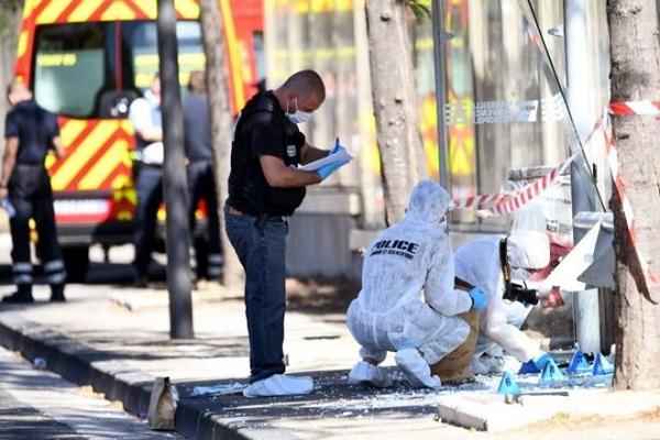 Marsilya'da kamyonet otobüs durağına girdi, ölü ve yaralılar var