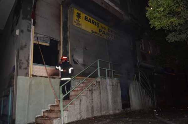 Gaziantep'te BDP binaları ateşe verildi
