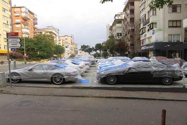 İstanbul'da vatandaşlar dolu yağışına karşı önlem aldı