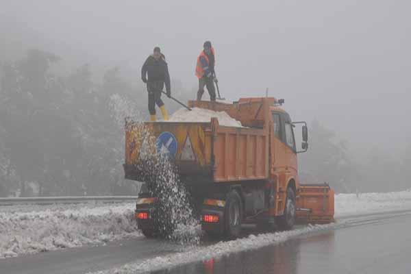 Kar Kühtaya'da hayatı felç etti
