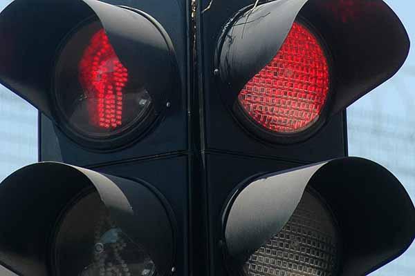 Kırmızı ışıkta kaza, kamyonlar çarpıştı