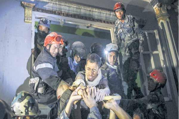 Enkaz altında kalan Nepal vatandaşı 82 saat sonra kurtarıldı