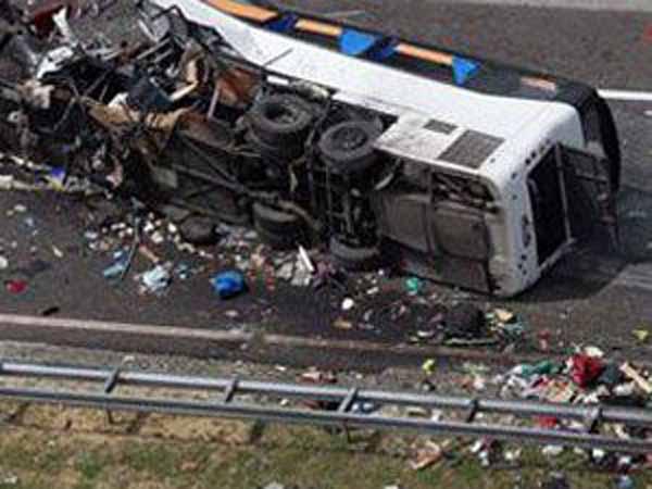 Nepal'de uçuruma düşen otobüste, 23 kişi hayatını kaybetti