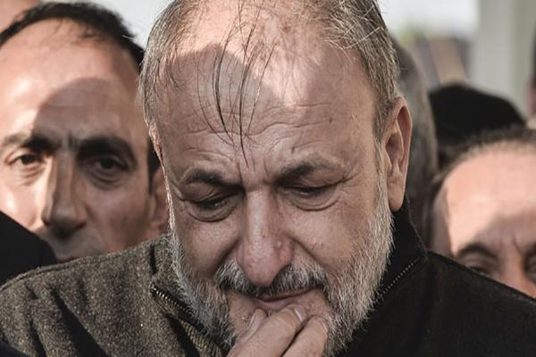 Oktay Vural cenazede gözyaşlarını tutamadı