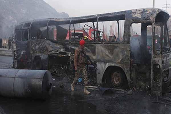 Pakistan'da bir otobüse saldırı düzenlendi