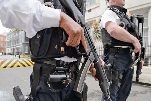 Londra'da polis hayvanları katleden caniyi her yerde arıyor