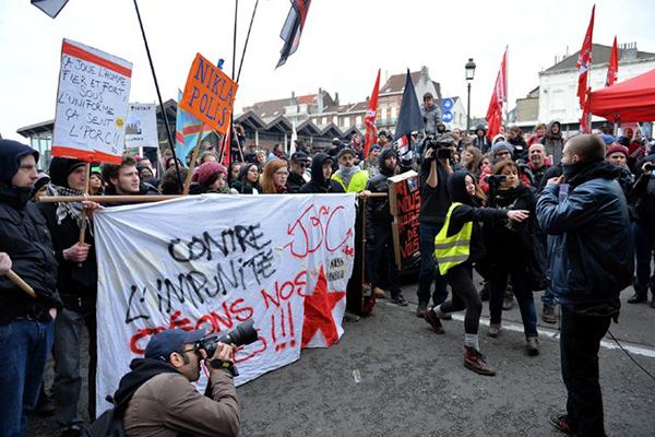 Belçika'da polis şiddeti eylemi